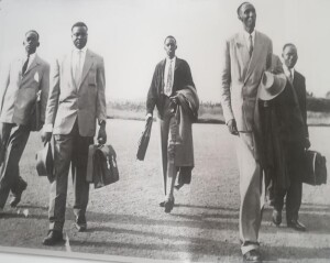 Uhereye ibumoso: Makuza, Mbonyumutwa, Ruzibiza, Ndazaro, Nzeyimana (M. POCHET, Rétrospective: Le problème ruandais. Le RADER …, Dossiers 6, p. 33)